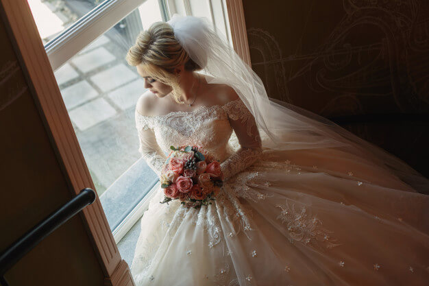 Lace Wedding Dress Styles that Never Go Stale